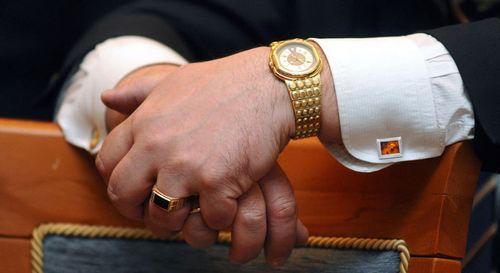 На какой руке носят часы мужчины по правилам этикета